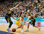 07.01.2018, EWE Arena, Oldenburg, GER, BBL, EWE Baskets Oldenburg vs WALTER Tigers T&uuml;bingen, im Bild<br /> Sid-Marlon THEIS (T&uuml;bingen #9 )<br /> Mathis M&Ouml;NNINGHOFF (T&uuml;bingen #17 )<br /> Brad LOESING (EWE Baskets Oldenburg #35)<br /> Foto &copy; nordphoto / Rojahn