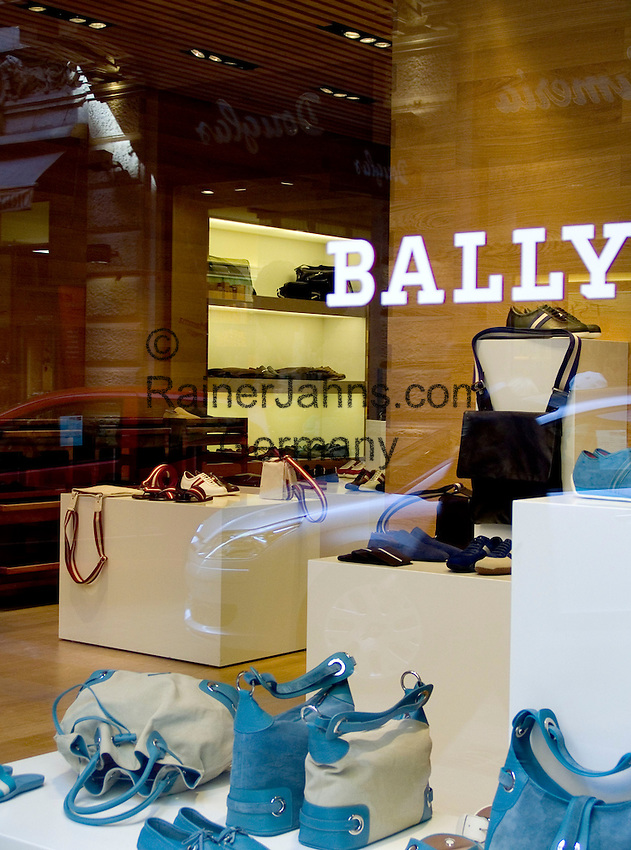 CHE, Schweiz, Tessin, Lugano (Altstadt): Bally Schuhmoden - exklusive Geschaefte in der Altstadt | CHE, Switzerland, Ticino, Lugano (Old Town): exclusive shops at Downtown - Bally Shoes
