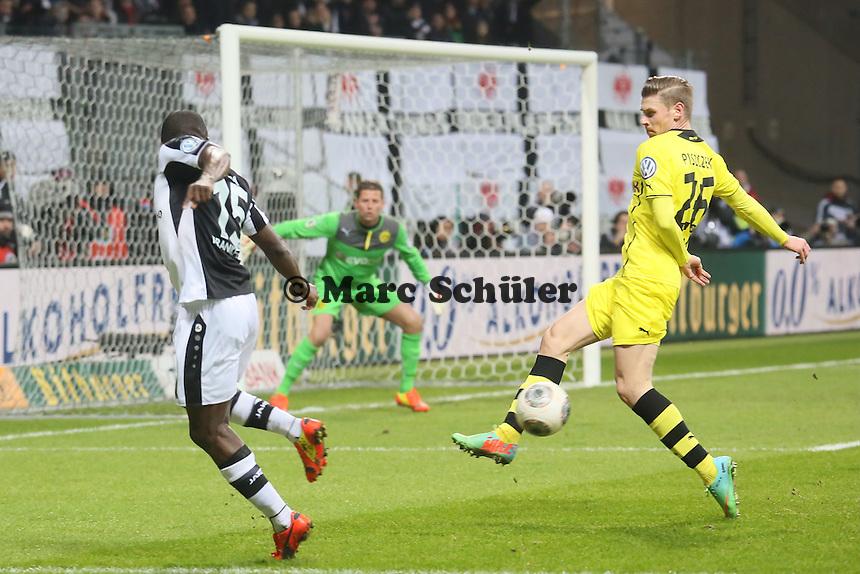 Constant Djakpa (Eintracht) t unnelt Lukasz Piszczek (BVB) - Eintracht Frankfurt vs. Borussia Dortmund, DFB-Pokal Viertelfinale