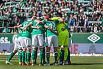 13.04.2019, Weser Stadion, Bremen, GER, 1.FBL, Werder Bremen vs SC Freiburg, <br /> <br /> DFL REGULATIONS PROHIBIT ANY USE OF PHOTOGRAPHS AS IMAGE SEQUENCES AND/OR QUASI-VIDEO.<br /> <br />  im Bild<br /> <br /> Werder Mannschtskreis <br /> <br /> Foto © nordphoto / Kokenge