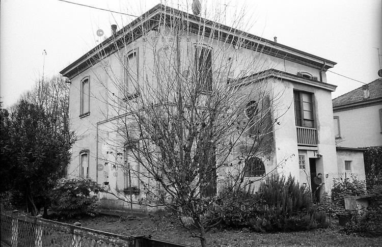 Crespi d'Adda (Bergamo), villaggio operaio di fine '800 nel settore tessile cotoniero. Un'abitazione tipo monofamiliare --- Crespi d'Adda (Bergamo), workers model village of the late 19th century in the cotton textile production field. A worker's house