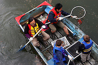 (050424-SWR066) Brooklyn, NY - 24 April 2005 - Volunteers from The Urban Divers Estuary Conservancy clean up the Gowanus Canal as an Earth Day initiative...© Stacy Walsh Rosenstock