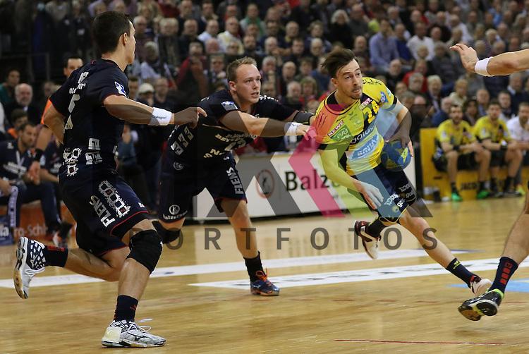 Flensburg, 02.12.15, Sport, Handball, DKB Handball Bundesliga, Saison 2015/2016, SG Flensburg-Handewitt-Rhein-Neckar L&ouml;wen :  Henrik Toft Hansen (SG Flensburg-Handewitt, #23), Patrick Groetzki (Rhein-Neckar L&ouml;wen, #24)<br /> <br /> Foto &copy; PIX-Sportfotos *** Foto ist honorarpflichtig! *** Auf Anfrage in hoeherer Qualitaet/Aufloesung. Belegexemplar erbeten. Veroeffentlichung ausschliesslich fuer journalistisch-publizistische Zwecke. For editorial use only.