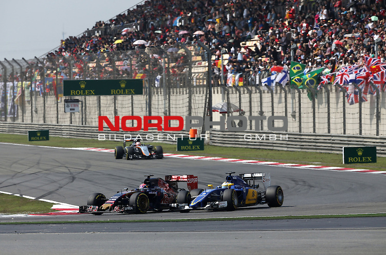 12.04.2015, Shanghai-International-Circuit, Schanghai, CHN, Gro&szlig;er Preis von China / Schanghai 2015, im Bild  Max Verstappen (NL) Scuderia Toro Rosso - Marcus Ericsson (SWE), Sauber F1 Team<br /> for the complete Middle East, Austria &amp; Germany Media usage only!<br />  Foto &copy; nph / Mathis