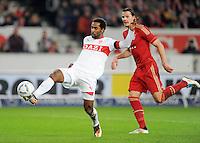 Fussball 1. Bundesliga:  Saison   2011/2012    16. Spieltag    11.12.2011 VfB Stuttgart - FC Bayern Muenchen   Cacau (li, VfB Stuttgart) gegen Daniel van Buyten (FC Bayern Muenchen)
