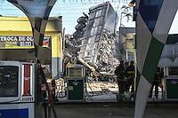 SAO PAULO,SP, 30.01.2014 - EXPLOSÃO / CAMINHAO / POSTO DE GASOLINA - Tombamento de Caminhão em posto de gasolina, o motorista morreu carbonizado na Avenida Ragueb Chohfi em Sao Mateus regiao leste de Sao Paulo, nesta quinta-feira, 30. (Foto: William Volcov / Brazil Photo Press).
