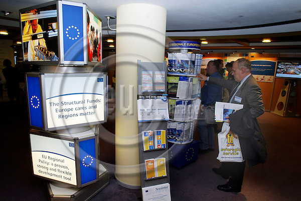 BRUSSELS - BELGIUM - 10 OCTOBER 2005 -- Committee of the Regions Open Days -- Exhibition in Charlemagne.  PHOTO: ERIK LUNTANG / EUP-IMAGES..