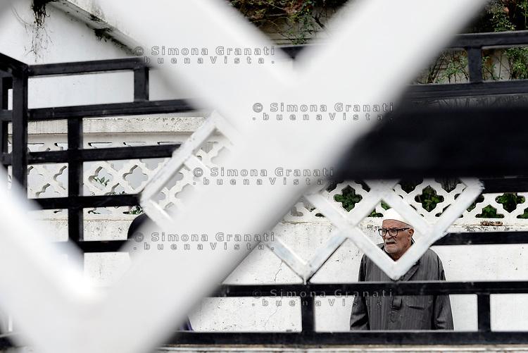 AIN DRAHAM, TUNISIA - SEPTEMBER 22:<br /> uomo anziano<br /> Life in the streets
