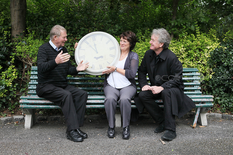 """NO REPRO FEE. World Alzheimer Day launch. RTE presenter Micheál O'Muircheartaigh, Minister for Older People Aine Brady T.D.and Fair City's Bryan Murray are pictured in Merrion Square Dublin to discuss a landmark report entitled """"Dementia: It's time for action!"""" to mark  World Alzheimer's Day 21 September. Picture James Horan /Collins Photos"""