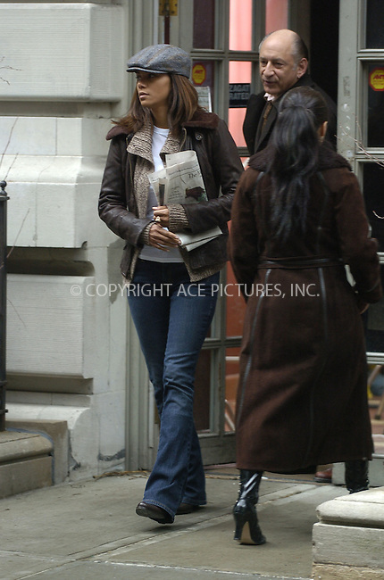 WWW.ACEPIXS.COM . . . . . ....January 25 2006, New York City....Halle Berry on the Upper West Side of Manhattan where she is filming 'Perfect Stranger' with Bruce Willis.....Please byline: PHILIP VAUGHAN - ACEPIXS.COM.. . . . . . ..Ace Pictures, Inc:  ..Philip Vaughan (212) 243-8787 or (646) 769 0430..e-mail: info@acepixs.com..web: http://www.acepixs.com