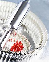 Cuisine/Gastronomie Generale: rouleau à patisserie, moules à tarte, fruits rouges-patisserie