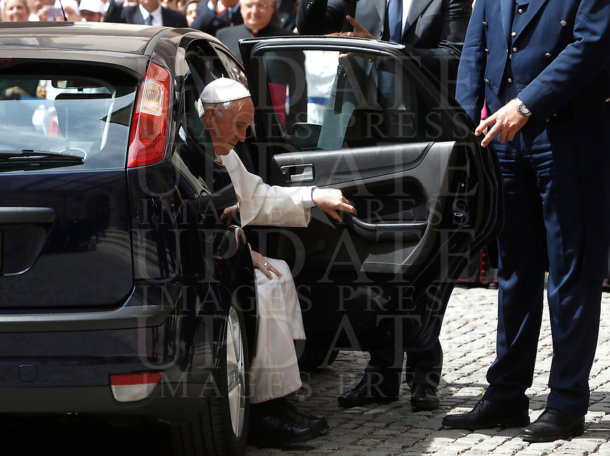 Pope Francis steps out of his car as he arrives at the Quirinale presidential palace on the occasion of an official visit. Rome, on June 10, 2017.<br /> UPDATE IMAGES PRESS/Isabella Bonotto<br /> STRICTLY ONLY FOR EDITORIAL USE