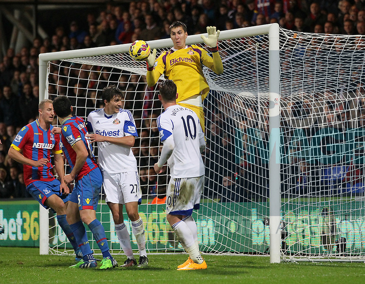 Sunderland's Costel Pantilimon in action<br /> <br /> - Barclays Premier League - Crystal Palace vs Sunderland- Selhurst Park - London - England - 3rd November 2014  - Picture David Klein/Sportimage