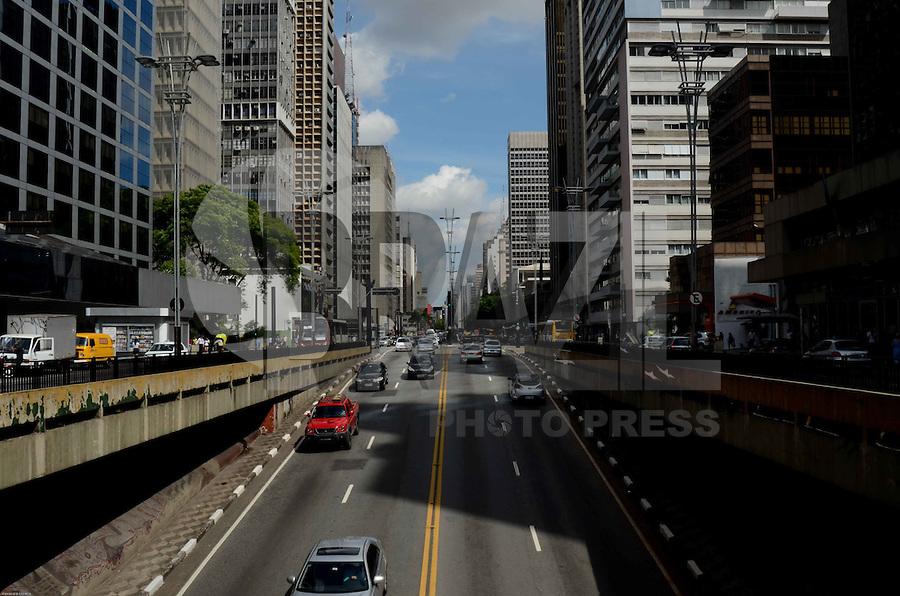 SÃO PAULO, SP, 13 DE JANEIRO DE 2012 - TRANSITO ÚLTIMO DIA RODÍZIO - Trânsito na Avenida Paulista, no último dia de rodízio, na tarde desta sexta-feira,13. FOTO: ALEXANDRE MOREIRA - NEWS FREE.