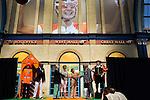 Engeland, London, 26 juli 2012.Olympische Spelen London.Opening Holland Heineken House.Charlene de Carvalho-Heineken bij de Opening van het Holland Heineken House in London en geeft de sleutel aan andre Bolhuis