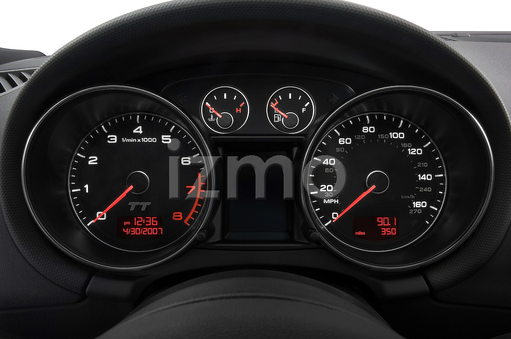 Instrument panel detail of a 2007 - 2010 Audi TT Roadster
