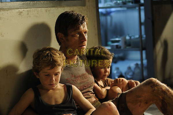 SAMUEL JOSLIN, EWAN McGREGOR and OAKLEE PENDERGAST<br /> in The Impossible (2012) <br /> *Filmstill - Editorial Use Only*<br /> CAP/NFS<br /> Image supplied by Capital Pictures