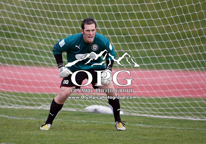 03 April 20010:   Kitsap Pumas keeper #00 Dustyn Brim sets up in the goal against the Portland Timbers.  The Kitsap Pumas won 3-2 over the Portland Timbers in a Friendly game played at Bremerton High School in Bremerton, WA.