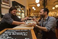 Europe/France/Provence-Alpes-Côte d'Azur/13/Bouches-du-Rhône/Marseille: Restaurant: Les Panisses - Cédric Hadjadj et Henri Cardonner [Non destiné à un usage publicitaire - Not intended for an advertising use]