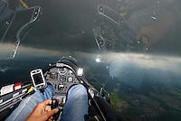 ASH 26E: EUROPA, DEUTSCHLAND, NIEDERSACHSEN, 01.05.2008:Cockpit ASH 26 E, Segelflugzeug, Schauer, Wetter, dunkel, schlechte Sicht, Luftbild, Luftansicht