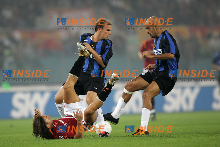 Roma 3/10/2004 Campionato Italiano Serie A <br /> 5a giornata - Matchday 5 <br /> Roma Inter 3-3 AS Roma Francesco Totti challenged by Cambiasso (L) and Veron (R) Inter. Foto Andrea Staccioli Insidefoto