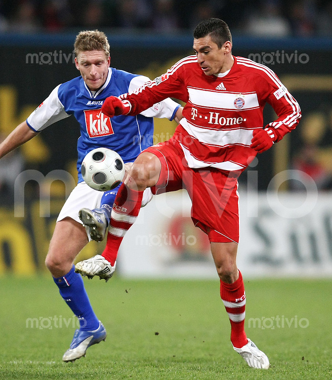 FUSSBALL     1. BUNDESLIGA     SAISON 2007/2008   18. SPIELTAG Hansa Rostock - FC Bayern Muenchen    01.02.2008 LUCIO (re, Bayern) vor Christian RAHN (li, Rostock)