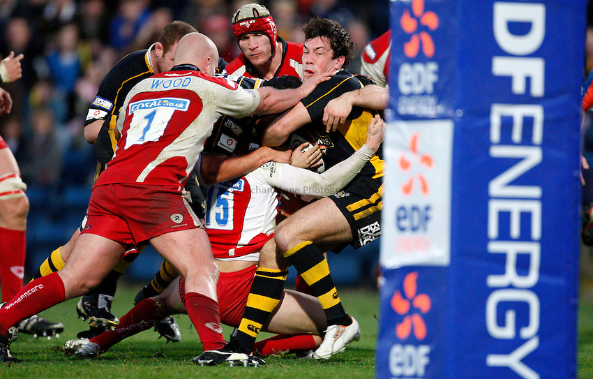Photo: Richard Lane/Richard Lane Photography..London Wasps v Gloucester Rugby. EDF Energy Cup. 04/11/2007. .Wasps' Tom Voyce drives over for his second try.