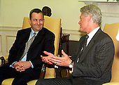 Washington, DC - July 19, 1999 -- Prime Minister Ehud Barak of Israel and United States President Bill Clinton meet in the Oval Office on Monday, 19 July, 1999..Credit: Ron Sachs / CNP