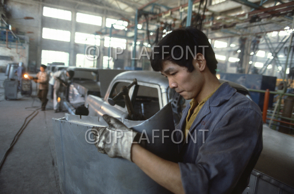 """October 1984. In Shanghai area, this is the classic Chinesse made model. The """"Shanghai"""". They produce 5.000 cars a year. The waiting time is more than 8 years."""