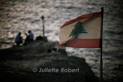 Tomb&eacute;e du jour sur Raouch&eacute; &agrave; Beyrouth <br /> <br /> Evening in Rawche, in Beirut.