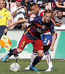 Granada's Youssef El Arabi (r) and FC Barcelona's Ivan Rakitic during La Liga match. May 14,2016. (ALTERPHOTOS/Acero)