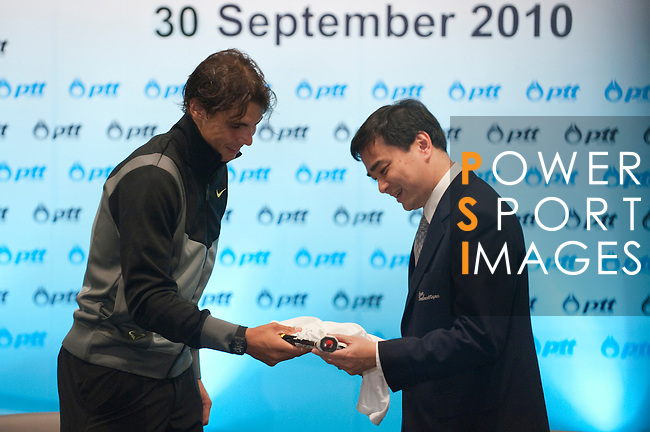 BANGKOK, THAILAND - SEPTEMBER 30:  Thailand's Prime Minister Abhisit Vejjajiva receives from Rafael Nadal of Spain a present on a meeting during the PTT Thailand Open at Impact Arena on September 30, 2010 in Bangkok, Thailand. Photo by Victor Fraile / The Power of Sport Images