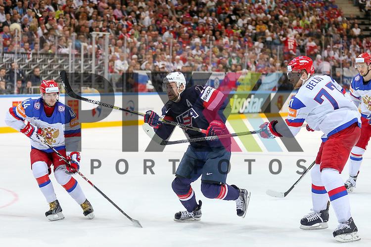 USAs Lewis, trevor (Nr.22)(Los Angeles Kings) setzt sich durch gegen Russlands Belov, Anton (Nr.77)(SKA St. Petersburg) und Russlands Yakovlev, Yegor (Nr.44)(Lokomotiv Yaroslavi)  im Spiel IIHF WC15 Russia vs. USA.<br /> <br /> Foto &copy; P-I-X.org *** Foto ist honorarpflichtig! *** Auf Anfrage in hoeherer Qualitaet/Aufloesung. Belegexemplar erbeten. Veroeffentlichung ausschliesslich fuer journalistisch-publizistische Zwecke. For editorial use only.