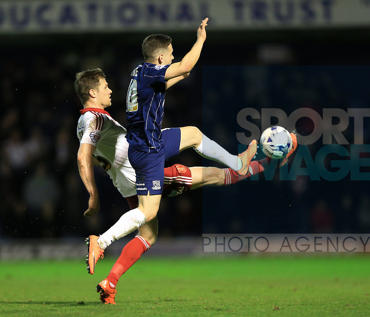 Southend's Jack Payne tussles with Sheffield United's Dean Hammond during the League One match at Roots Hall Stadium.  Photo credit should read: David Klein/Sportimage