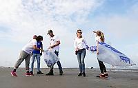 Nederland  Wijk aan Zee - 2019. Boskalis Beach Cleanup Tour. In de zomer van 2019 wordt de hele Noordzeekust weer schoon dankzij de Boskalis Beach Cleanup Tour van Stichting De Noordzee. Dit wordt gedaan om om te laten zien hoeveel afval er op de stranden ligt en in zee terechtkomt. De plasticsoep zorgt ervoor dat er jaarlijks meer dan 1 miljoen zeedieren sterven.   Foto mag niet in negatieve / schadelijke context gepubliceerd worden.  Foto Berlinda van Dam / Hollandse Hoogte