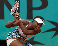 Venus Williams (USA) (3) against Lucie Safarova (CZE) in the second round of the Women's Singles. Williams beat Safarova 6-7 6-2 7-5..Tennis - French Open - Day 5 - Wed 28th May 2009 - Roland Garros - Paris - France..Frey Images, Barry House, 20-22 Worple Road, London, SW19 4DH.Tel - +44 20 8947 0100.Cell - +44 7843 383 012
