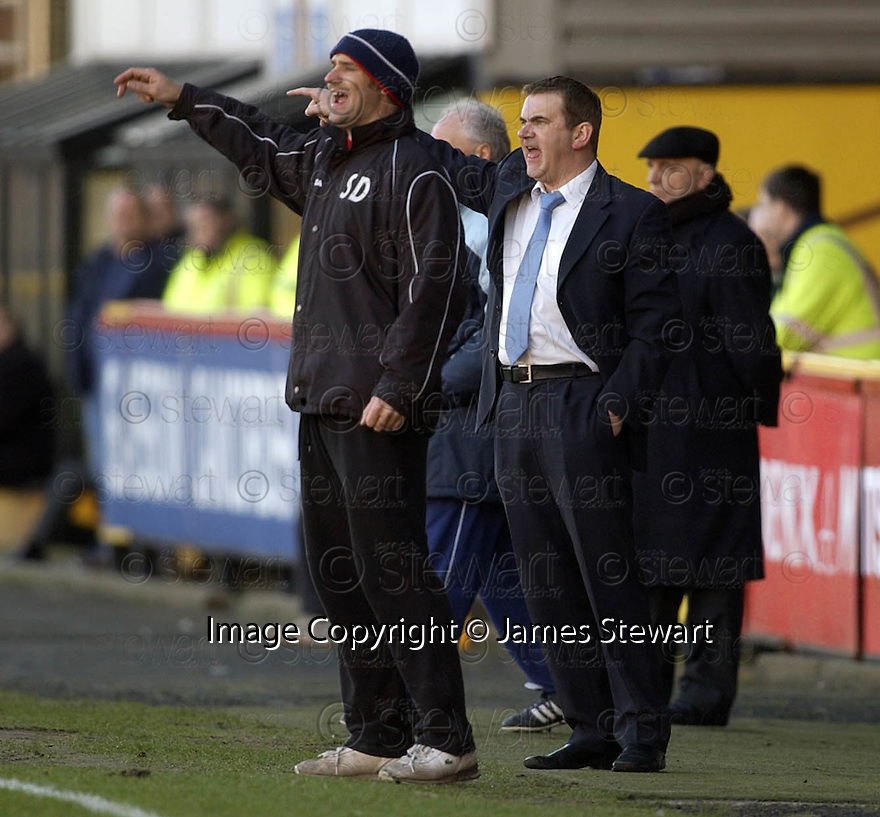 29/01/2005  Copyright Pic : James Stewart.File Name : jspa10_partick v raith.RAITH BOSS GORDON DALZIEL SHOUTS HIS INSTRUCTIONS.......Payments to :.James Stewart Photo Agency 19 Carronlea Drive, Falkirk. FK2 8DN      Vat Reg No. 607 6932 25.Office     : +44 (0)1324 570906     .Mobile   : +44 (0)7721 416997.Fax         : +44 (0)1324 570906.E-mail  :  jim@jspa.co.uk.If you require further information then contact Jim Stewart on any of the numbers above.........A