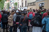 Roma, 27 aprile 2014, Fedeli di fronte all'ingresso della stazione della metropolitana Lepanto intasato a causa del flusso di pellegrini - Rome, 27th April 2014, Faithful in front of the entrance to the underground station Lepanto clogged due to the influx of pilgrims.