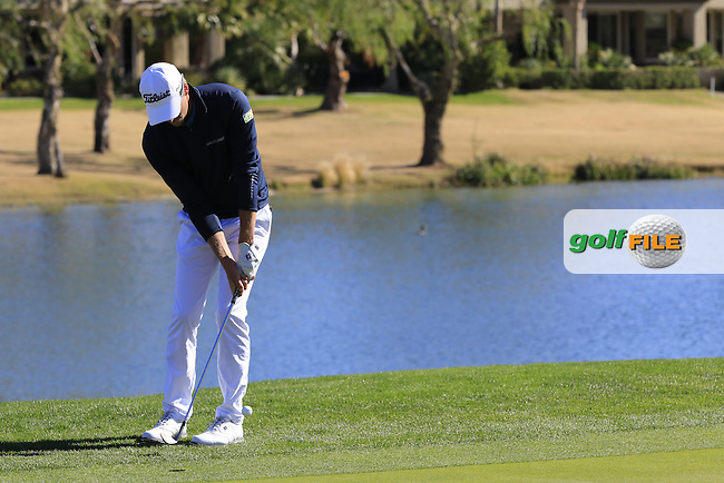 Richy Werenski (USA) chips onto the 18th green during Saturday's Round 3 of the 2017 CareerBuilder Challenge held at PGA West, La Quinta, Palm Springs, California, USA.<br /> 21st January 2017.<br /> Picture: Eoin Clarke | Golffile<br /> <br /> <br /> All photos usage must carry mandatory copyright credit (&copy; Golffile | Eoin Clarke)