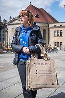"""#EuropaDemo von """"Pulse of Europe"""" am Sonntag den 5. Mai 2019 auf dem Berliner Gendarmenmarkt.<br /> Als Redenerin war u.a. Annegret Kramp-Karrenbauer, Bundesvorsitzende der CDU eingeladen.<br /> Im Bild: Eine Demonstrantion ztraegt Tragetaschen mit Werbung fuer eine Teilnahme an der Europawahl 2019.<br /> 5.5.2019, Berlin<br /> Copyright: Christian-Ditsch.de<br /> [Inhaltsveraendernde Manipulation des Fotos nur nach ausdruecklicher Genehmigung des Fotografen. Vereinbarungen ueber Abtretung von Persoenlichkeitsrechten/Model Release der abgebildeten Person/Personen liegen nicht vor. NO MODEL RELEASE! Nur fuer Redaktionelle Zwecke. Don't publish without copyright Christian-Ditsch.de, Veroeffentlichung nur mit Fotografennennung, sowie gegen Honorar, MwSt. und Beleg. Konto: I N G - D i B a, IBAN DE58500105175400192269, BIC INGDDEFFXXX, Kontakt: post@christian-ditsch.de<br /> Bei der Bearbeitung der Dateiinformationen darf die Urheberkennzeichnung in den EXIF- und  IPTC-Daten nicht entfernt werden, diese sind in digitalen Medien nach §95c UrhG rechtlich geschuetzt. Der Urhebervermerk wird gemaess §13 UrhG verlangt.]"""