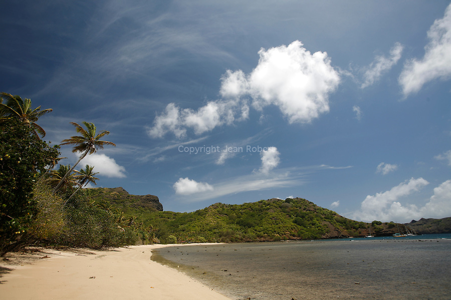 White sand beach of the Bay Anaho. Island of Nuku Hiva<br />