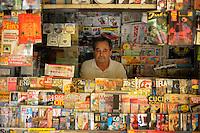L'edicola..Dopo il terremoto  del 2009 alcuni negozi e attività commerciali riaprono a L'Aquila..After the earthquake of 2009, some shops and businesses reopen in L'Aquila.
