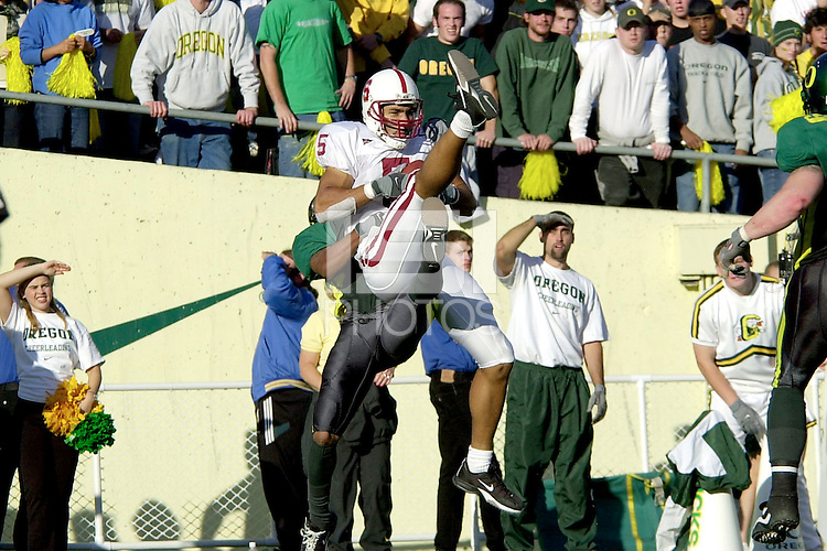 Teyo Johnson catches the two-point conversion to give Stanford a 49-42 lead during Stanford's 49-42 victory over Oregon on October 20, 2001 in Eugene, OR.<br />
