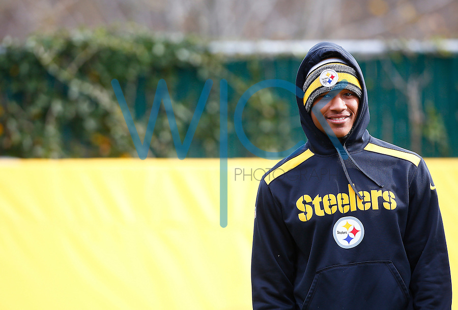 Ryan Shazier #50 of the Pittsburgh Steelers practices at the south side practice facility on November 18, 2015 in Pittsburgh, PA.