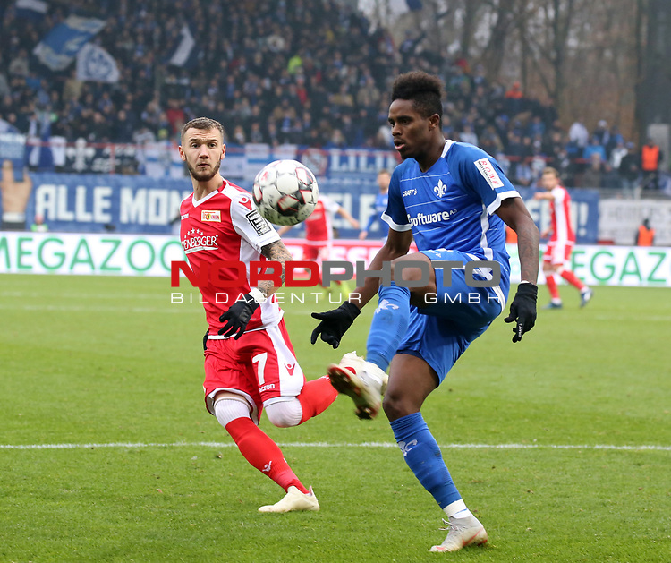 01.12.2018, Stadion an der Wuhlheide, Berlin, GER, 2.FBL, 1.FC UNION BERLIN  VS.SV Darmstadt 98, <br /> DFL  regulations prohibit any use of photographs as image sequences and/or quasi-video<br /> im Bild Marcel Hartel (1.FC Union Berlin #7), Joevin Jones (Darmstadt #3)<br /> <br /> <br />      <br /> Foto © nordphoto / Engler
