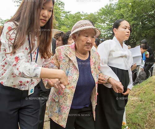 Kil Won-ok, Aug 29, 2016 : Kil Won-ok (C), who said that she was forced to become a sex slave by Japanese army during World War II, attends an opening ceremony for a park commemorating the victims of Japan's sexual enslavement during Japan's occupation of the Korean Peninsula (1910-45), on Mount Nam in Seoul, South Korea. The Seoul Metropolitan Government and a committee which is charge of building the memorial park held the ceremony on Monday, which  marks the 106th anniversary of the colonization. The place of the memorial park is the former residence of Japan's colonial-era resident-general, where the annexation treaty between Korea and Japan was signed on August 22, 1910. The treaty went into effect one week later. (Photo by Lee Jae-Won/AFLO) (SOUTH KOREA)