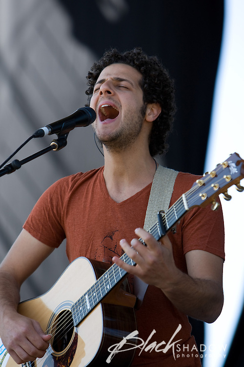Lior performing at the Point Nepean Festival, 22 March 2007
