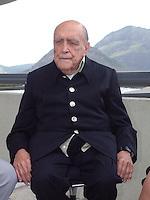 ATENÇÃO EDITOR  FOTO EMBARGADA PARA VEÍCULO INTERNACIONAIS Foto de arquivo de 12/02/2012 mostra o arquiteto Oscar Niemeyer   em visita no MAC ( Museu de Ate Conteporâneo) de Niteroi..FOTO RONALDO BRANDAO/BRAZIL PHOTO PRESS