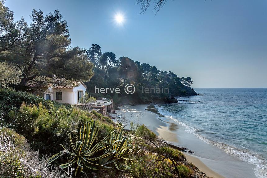 Le domaine du Rayol en février : la maison de la plage, l'anse et la pointe du Figuier.<br /> <br /> (mention obligatoire du nom du jardin & pas d'usage publicitaire sans autorisation préalable)