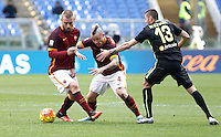 Calcio, Serie A: Roma vs Hellas Verona. Roma, stadio Olimpico, 17 gennaio 2016.<br /> Roma&rsquo;s Daniele De Rossi, left, and Radja Nainggolan, center, are challenged by Hellas Verona&rsquo;s Pawel Wszolek during the Italian Serie A football match between Roma and Hellas Verona at Rome's Olympic stadium, 17 January 2016.<br /> UPDATE IMAGES PRESS/Isabella Bonotto